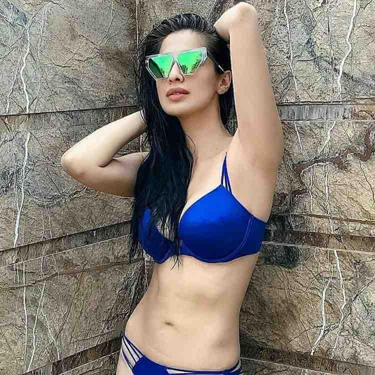 Lakshmi-Rais-Sizzling-Bikini-Picture-Shows-her-Stunning-body