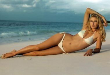 Maria-Sharapova-Hottest-bikini-photo-shoot-on-beach