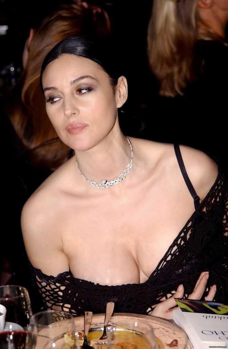 onica-Bellucci-cleavage-pics