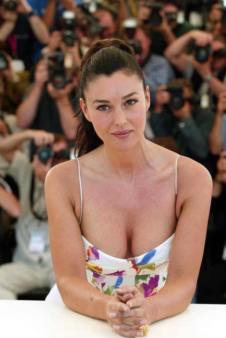 Monica-Bellucci-side-boobs