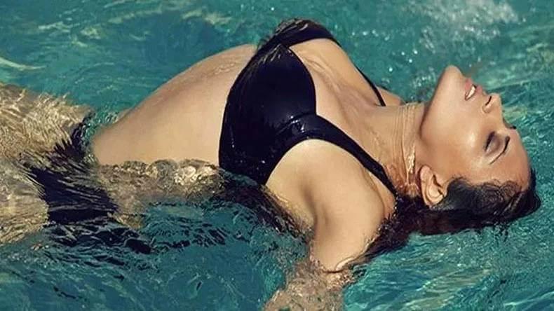 Richa-Chadda-Sexy-Bikini-Photo-pumping-huge-boobs-and-cleavage-in-maxim-shoot