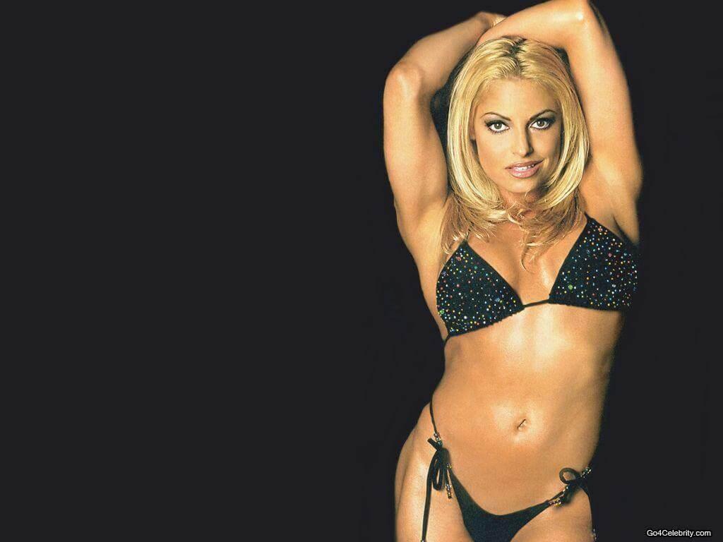 Trish-Stratus-wwe-divas-black-bikini-wallpapers