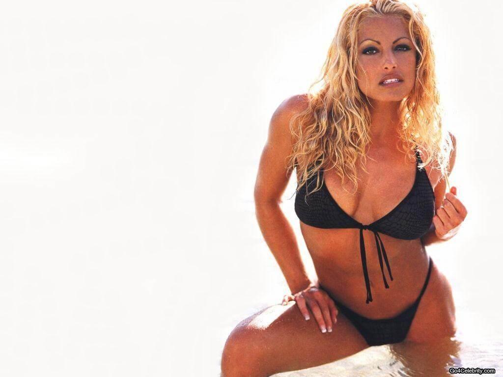 Trish-Stratus-wwe-divas-boobs-show-in-lingerie
