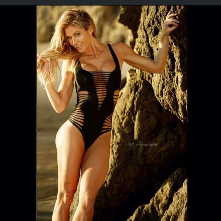 Wwe-wrestler-Torrie-Wilson-beach-photos-in-bikini
