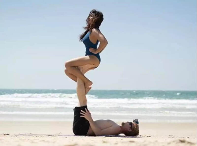 aashka-goradia-in-bikini-with-husband-enjoying-yoga