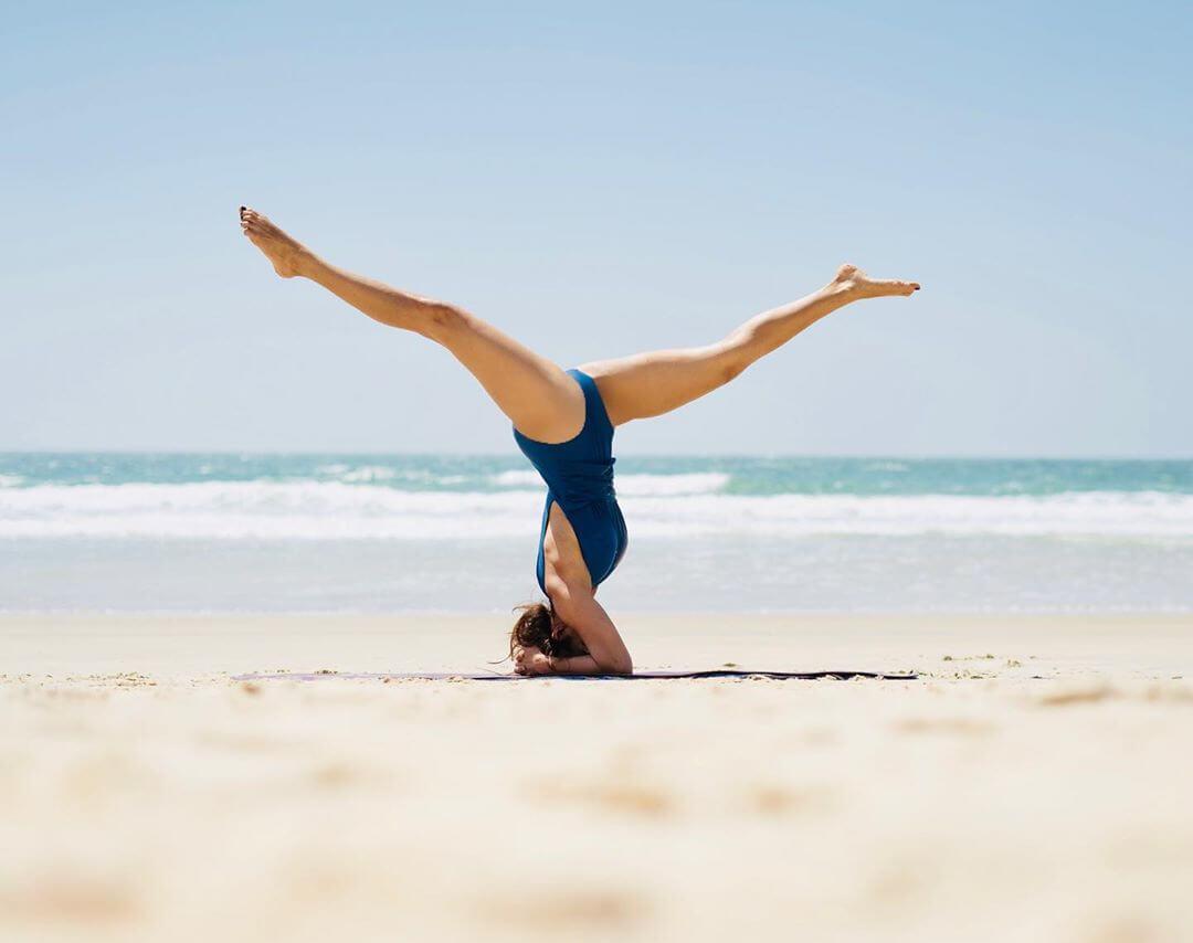 aashka-goradia-open-legs-pictures-in-bikini