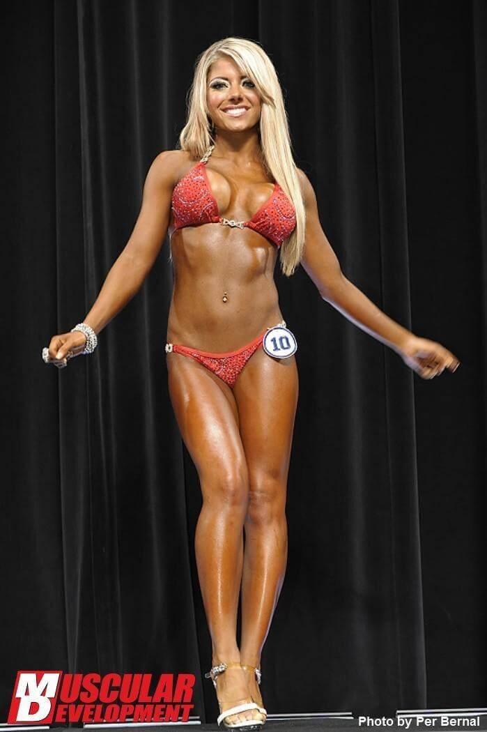 alexa-bliss-flashes-her-toned-bikini-body