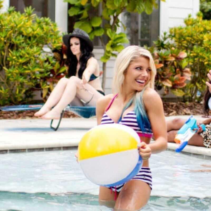 alexa-bliss-having-fun-in-swimming-pool-party-in-hot-bikini