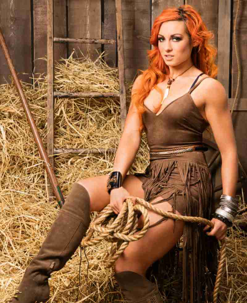 becky-lynch-wwe-divas-hot-dress-displays-toned-legs