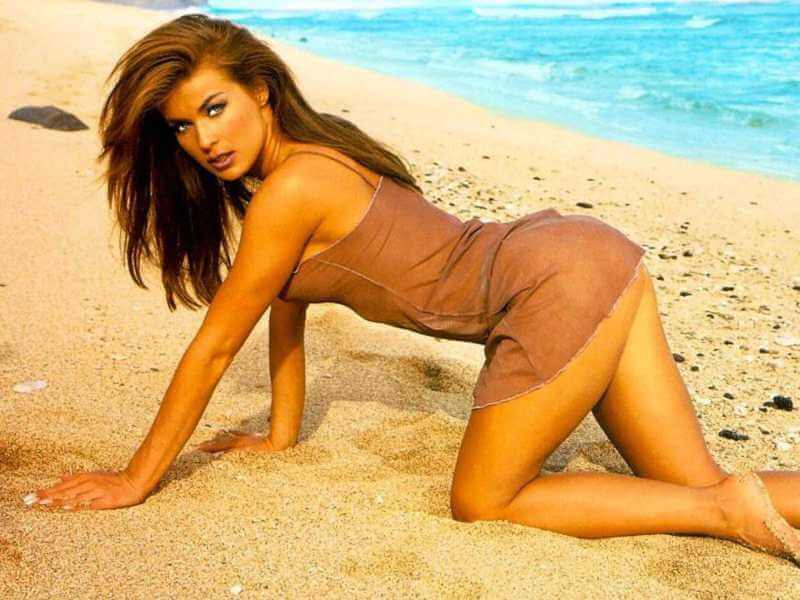 carmen-electra-hot-wallpapers-on-beach