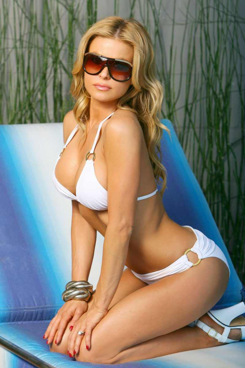 carmen-electra-shows-off-slender-figure-in-white-bikini