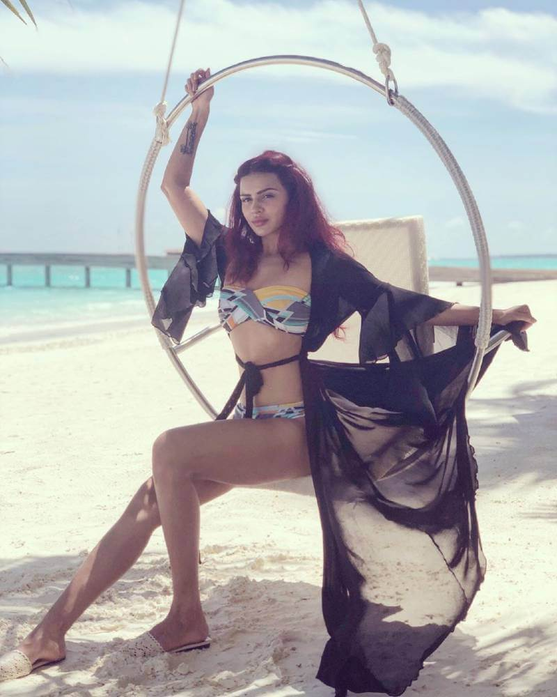 hot-aashka-goradia-sizzles-in-bikini-on-vacation