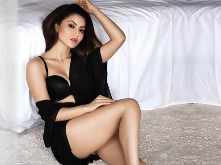 hot-actress-urvashi-rautela-posing-in-front-of-camera-in-black-bra-and-shorts-displaying-her-sexy-thighs-and-long-leg