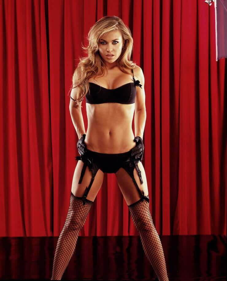hot-carmen-electra-sizzles-in-black-bikini-photoshoot