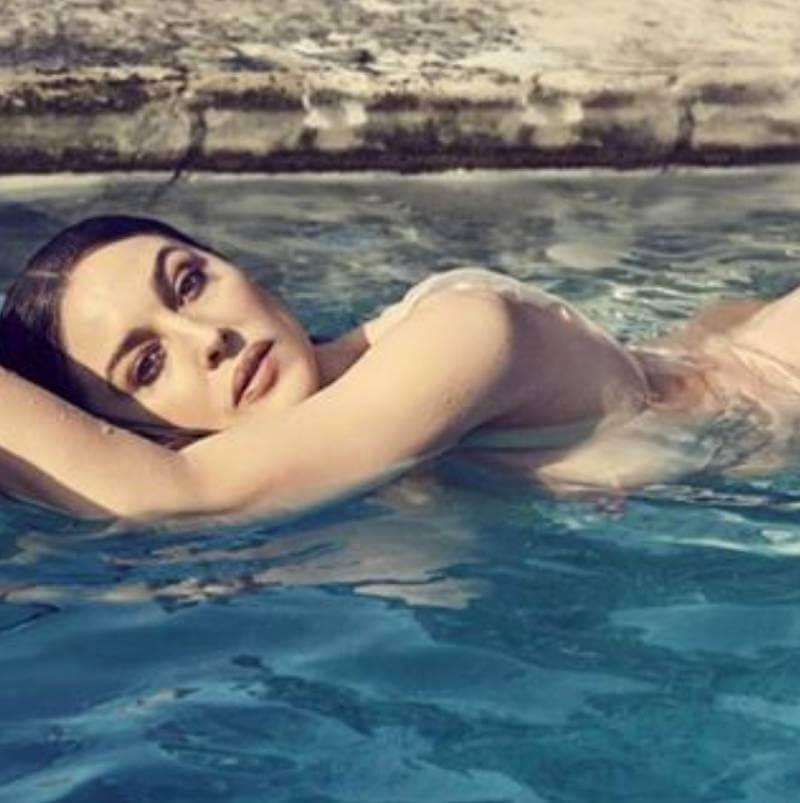 hot-monica-bellucci-swimming-in-bikini