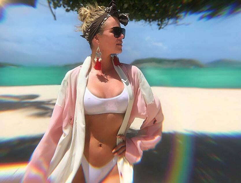 hot body pictures of khloe kardashian in white bikini