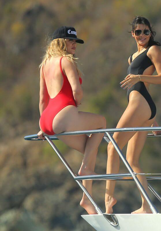 khloe kardashian showing her sexy curves in red bikini