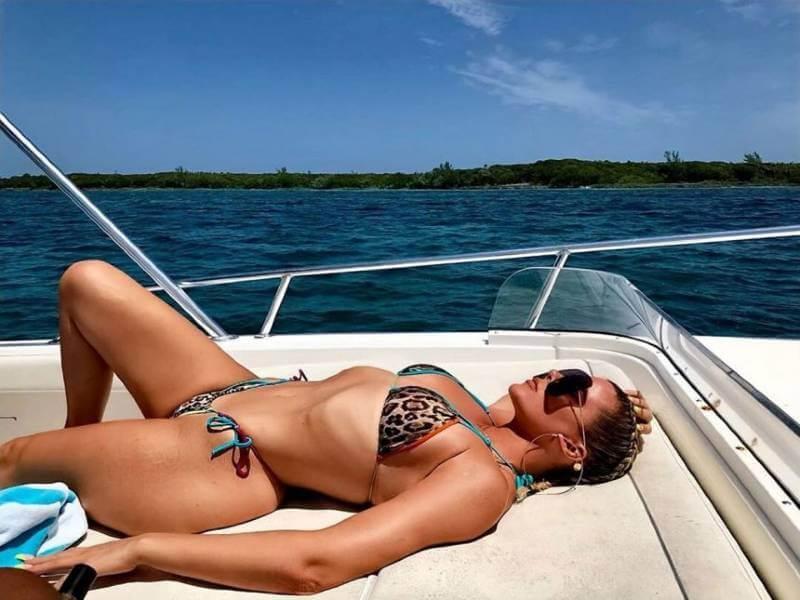 Khloe kardashian hot photos lying on yatch wearing thong