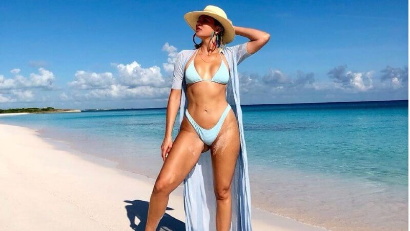 hot khloe kardashian lingerie pictures on beach