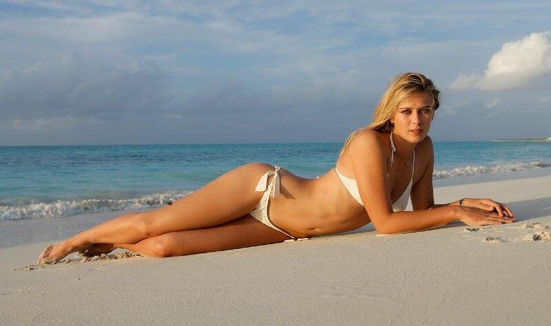 tennis-star-maria-sharapova-taking-sunbath-in-hot-bikini