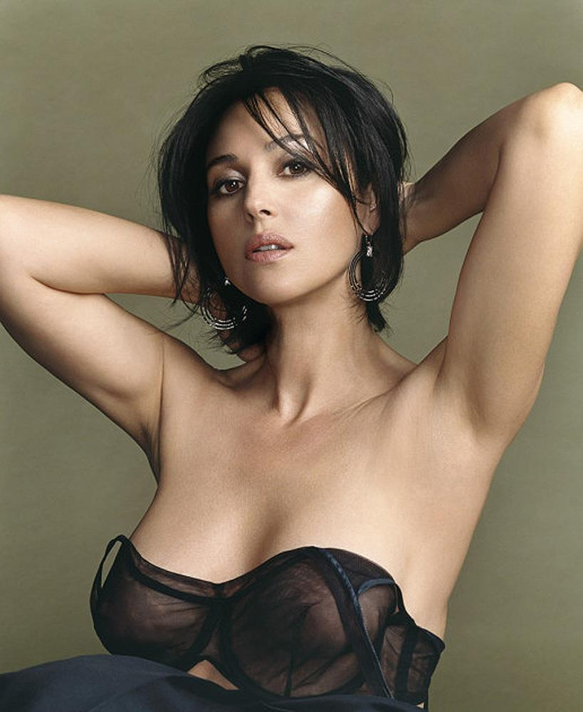 monica-bellucci-bikini-busty-pics-her-nipples-are-fully-visible