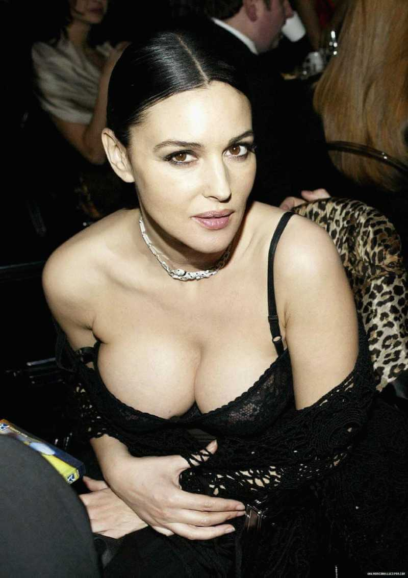 monica-bellucci-cleavage-pictures-in-a-sexy-outfit