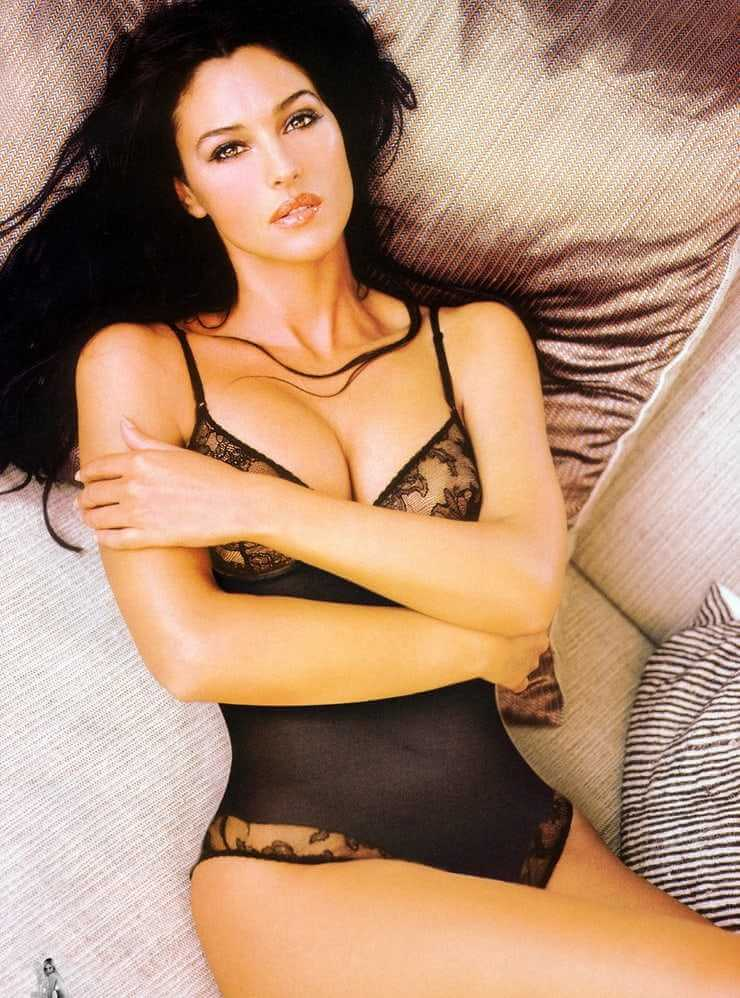 monica-bellucci-lingerie-photos-sexy-boobs-and-butt-pictures