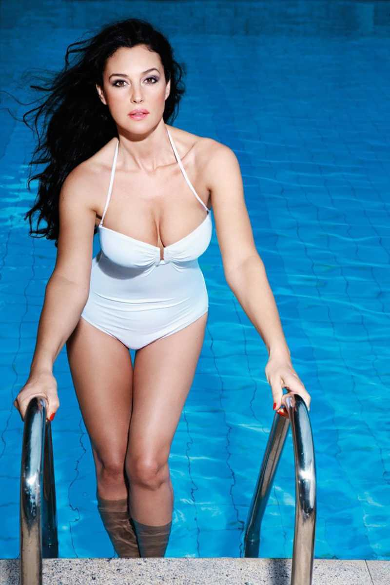 monica-bellucci-swimsuit-bikini
