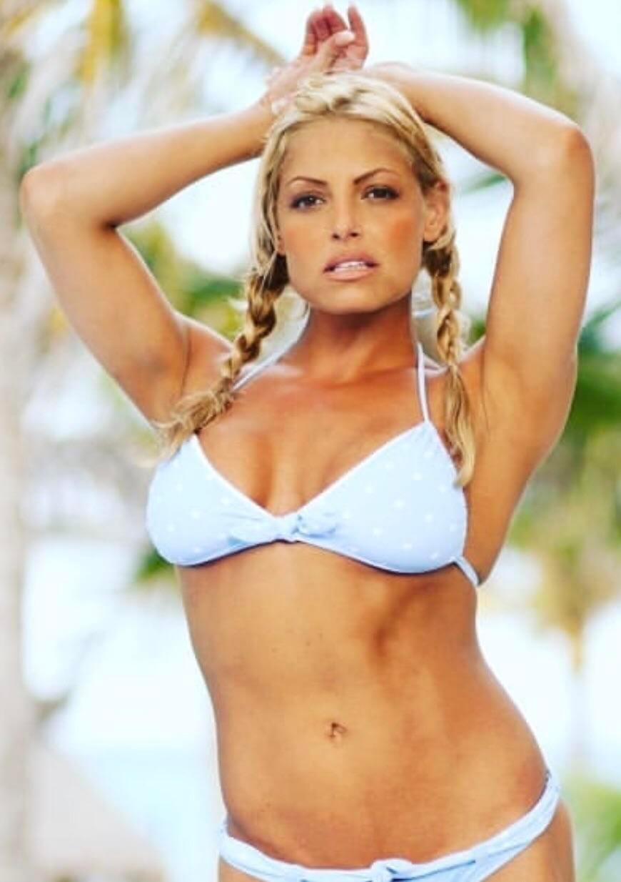 most-attractive-women-of-wwe-trish-stratus-bikini-pictures