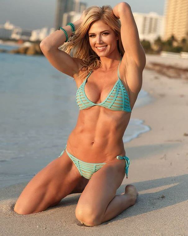 pictures-of-torrie-wilson-in-bikini-at-beach