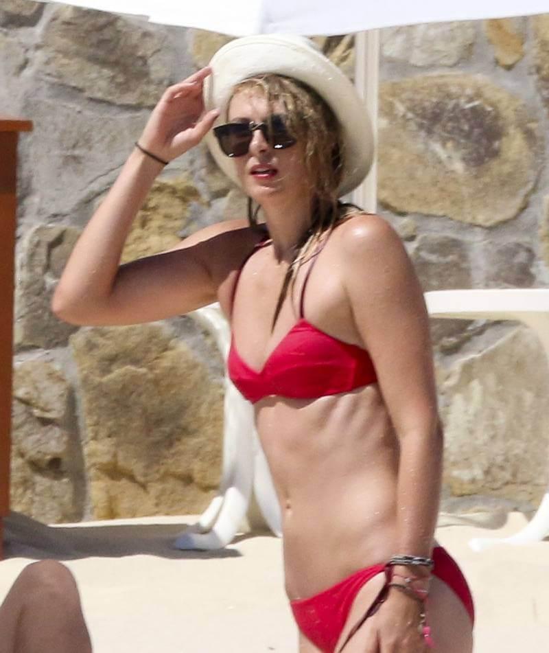 red-bikini-photos-of-maria-sharapova-in-cabo