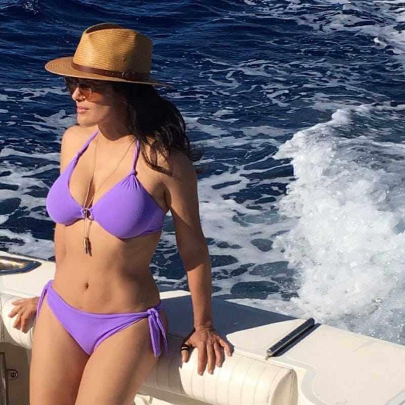 salma-hayek-blue-bikini-enjoying-at-yatch