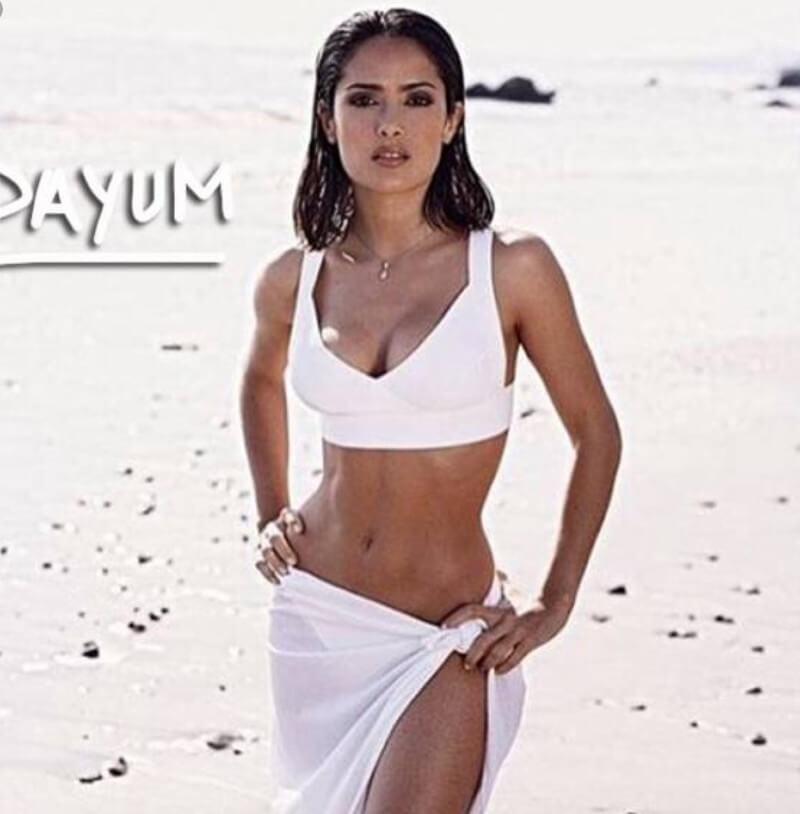 salma-hayek-explore-her-body-assets-in-bikini-beach-images