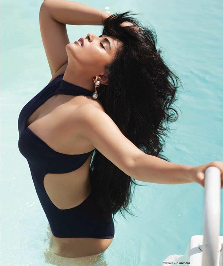 sexy-actress-Richa-Chadda-monokini-bikini-swimsuit-photos-in-swimming-pool