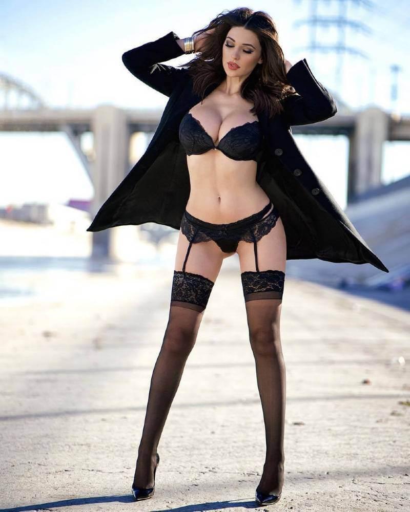 sexy-black-bikini-photos-of-monica-bellucci-sizzling-hot