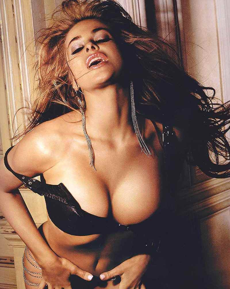 sexy-carmen-electra-huge-cleavages-photos-in-thong-bikini