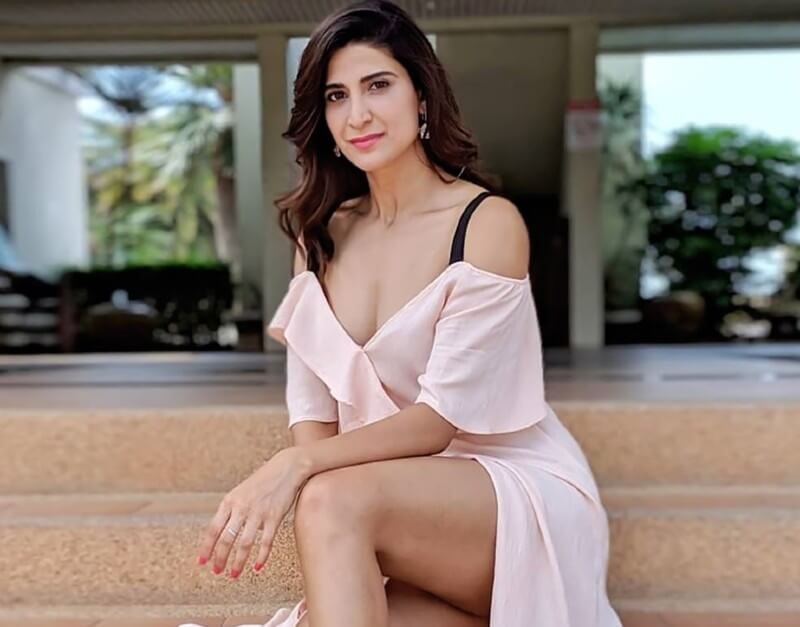 sexy-hd-photos-of-aahana-kumra-in-accidental-prime-minister