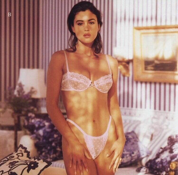 sexy-micro-bikini-images-of-monica-bellucci