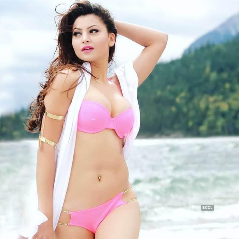 sexy-pink-bikini-pictures-of-urvashi-rautela-from-movie