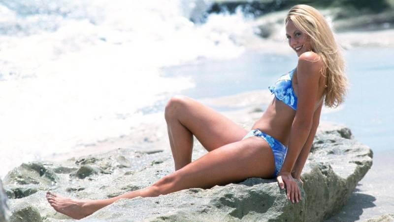 stacy-keibler-relaxing-at-beach-in-blue-swimsuit