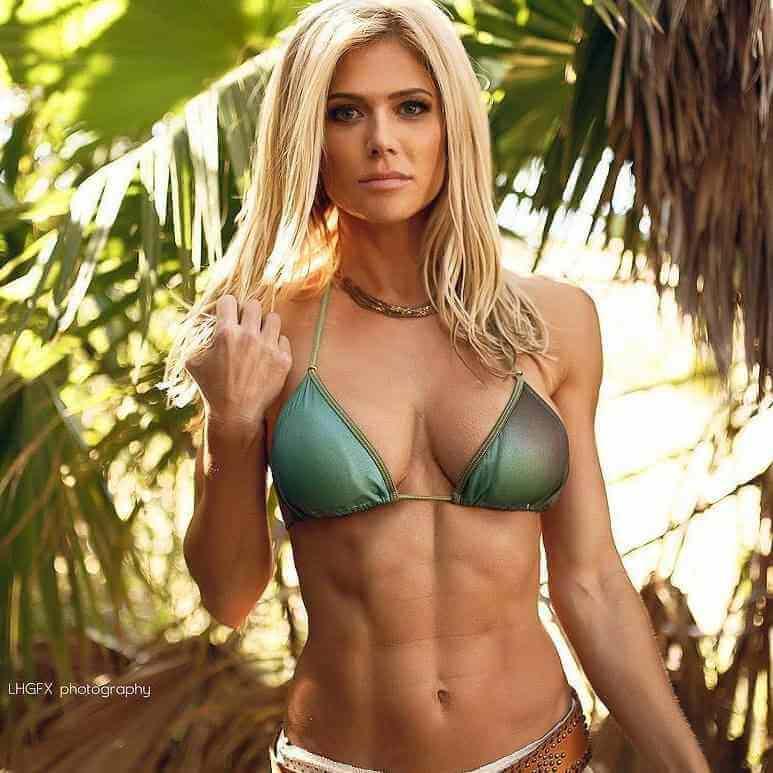 torrie-wilson-bikini-pictures-showing-her-fit-figure