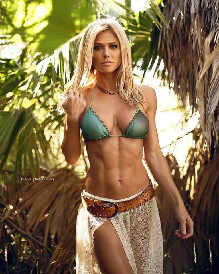 torrie-wilson-reveals-her-toned-body-in-bikini