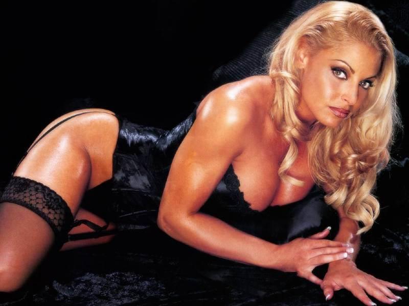 trish-stratus-boobs-images-in-black-lingerie