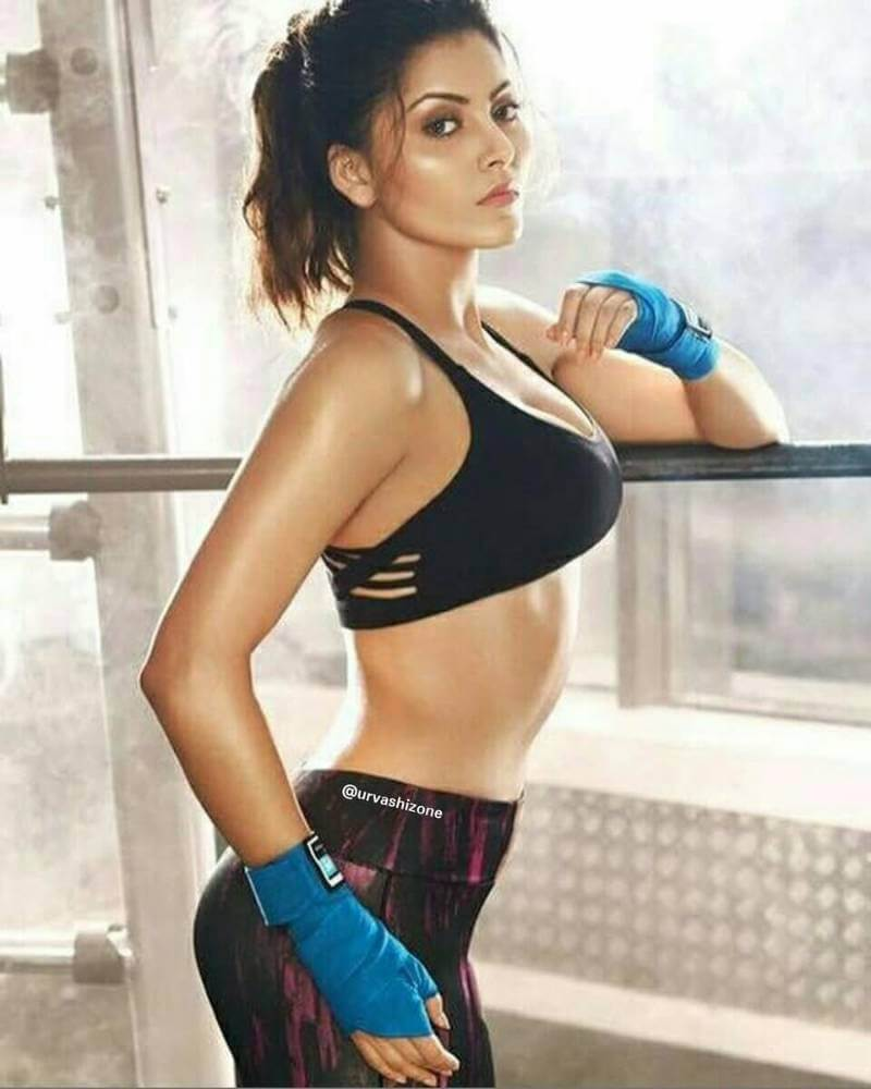 urvashi-rautela-working-out-pictures-in-tight-sports-bra
