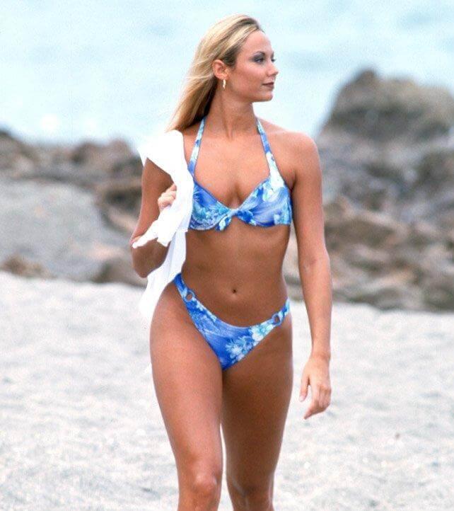 wwe-diva-classic-stacy-keibler-bikini-photos