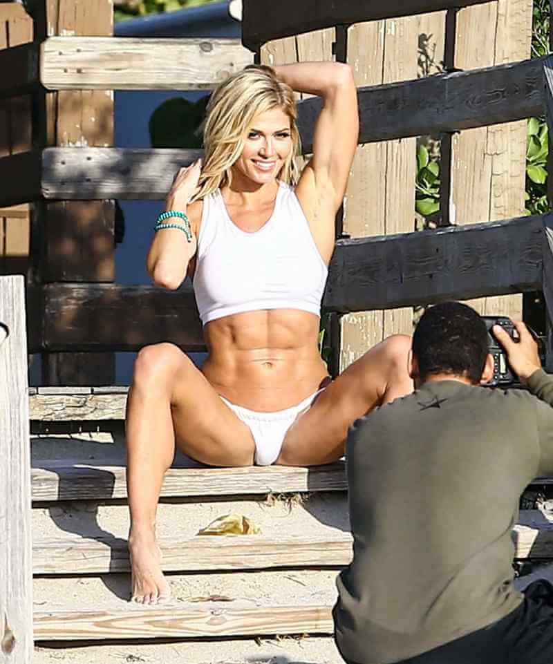 wwe-diva-torrie-wilson-in-white-bikini-on-the-set-of-a-photoshoot-showing-her-sexy-body-assets