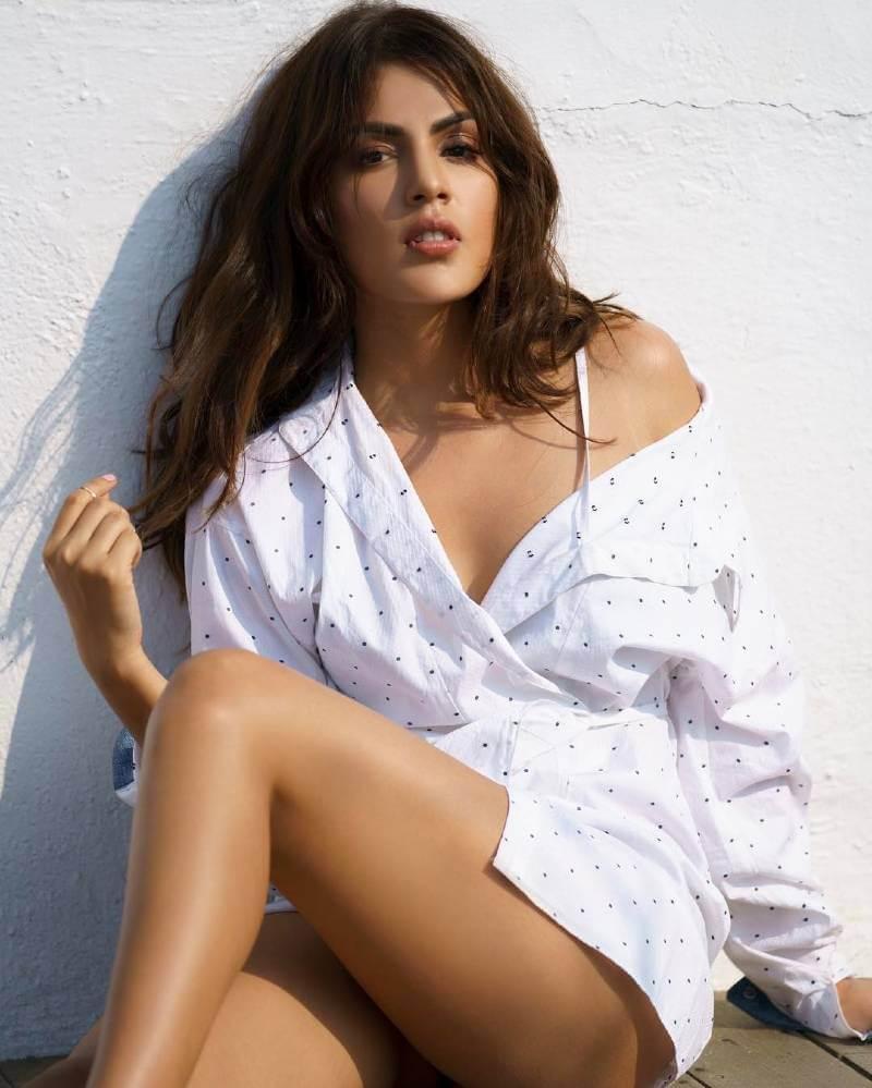 Rhea-Chakraborty-hot-ass-butt-Photos-in-bikini