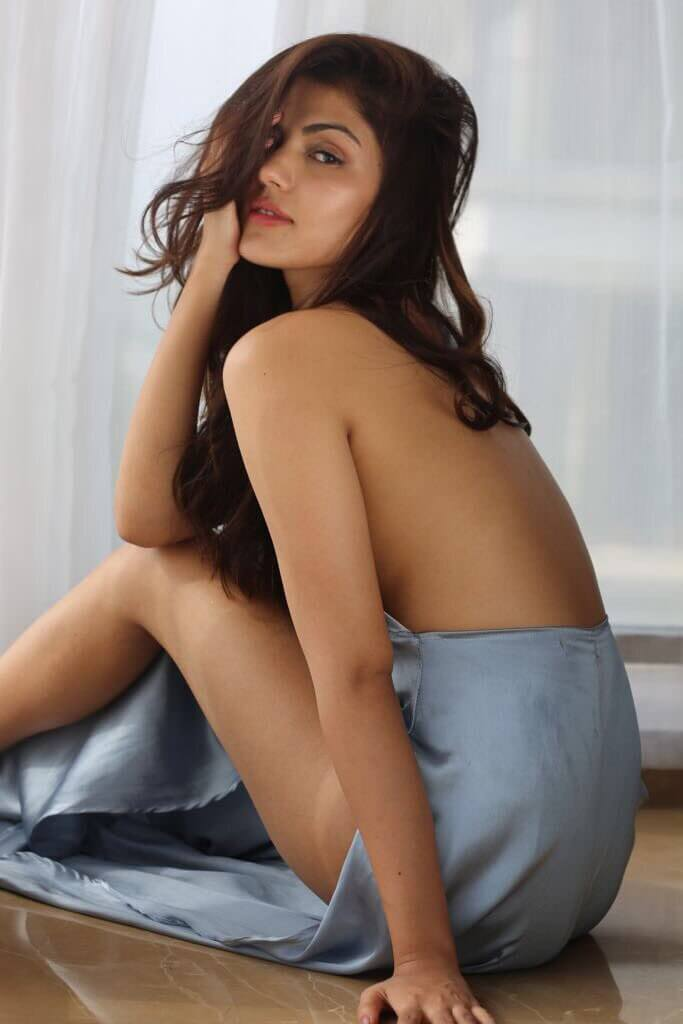 Rhea-chakraborty-sexy-images-showing-long-legs
