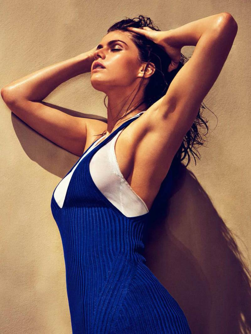 alexandra-daddario-looking-hot-in-photos
