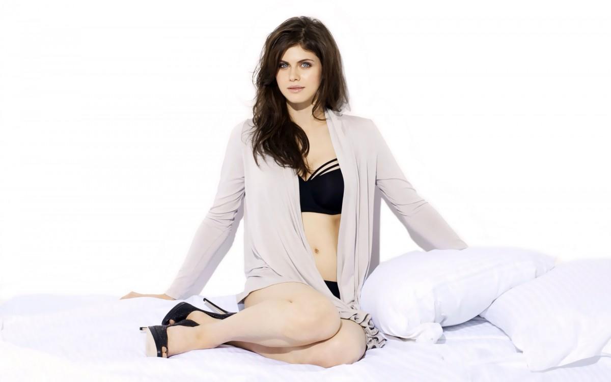 sexy-alexandra-daddario-bikini-photoshoot